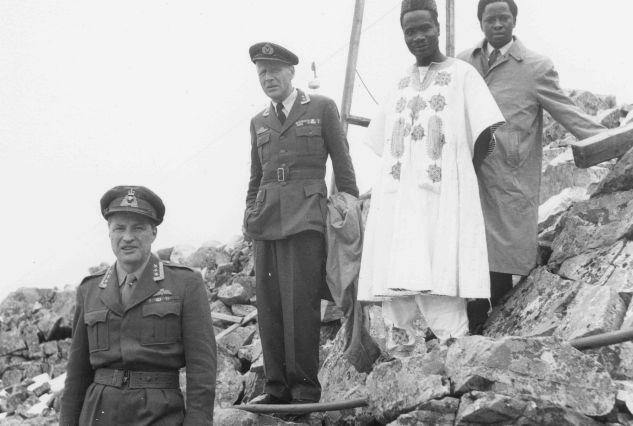 Juli 1960: Nigerias forsvarsminister, Majekodumni.